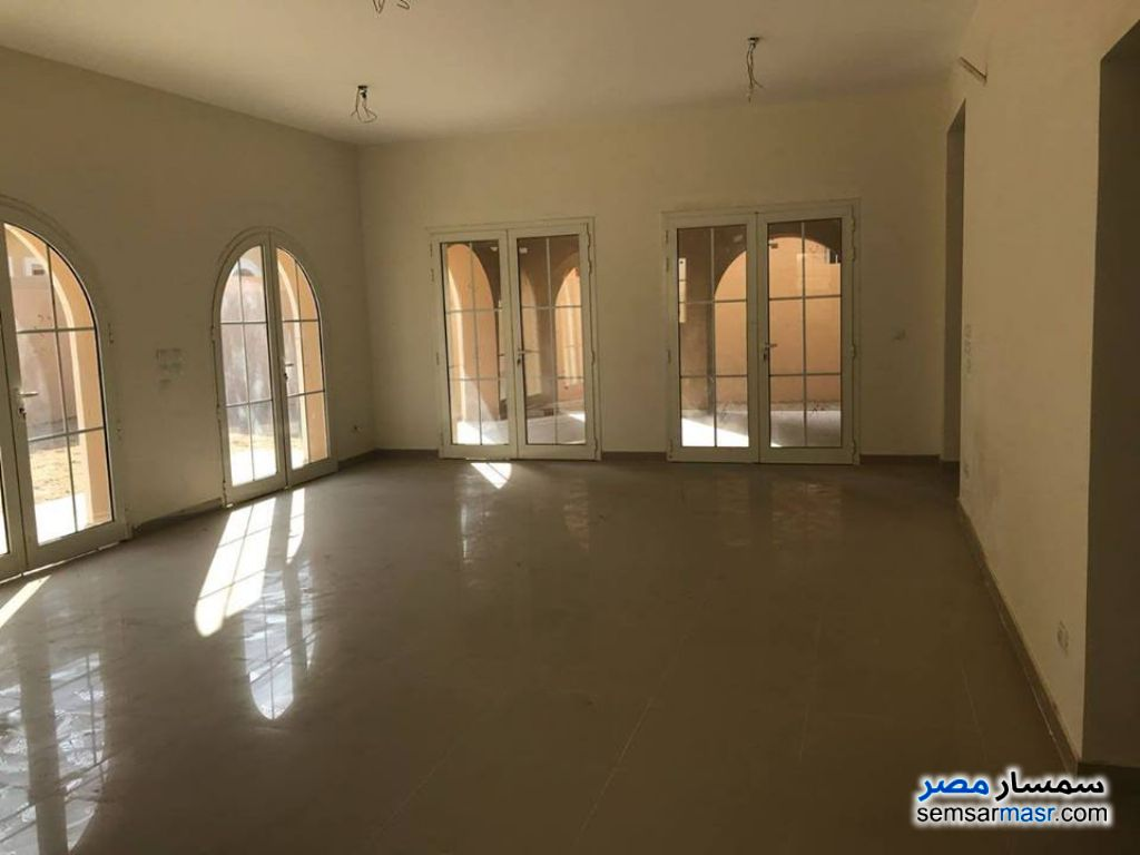 Ad Photo: Apartment 2 bedrooms 2 baths 116 sqm extra super lux in Fifth Settlement  Cairo
