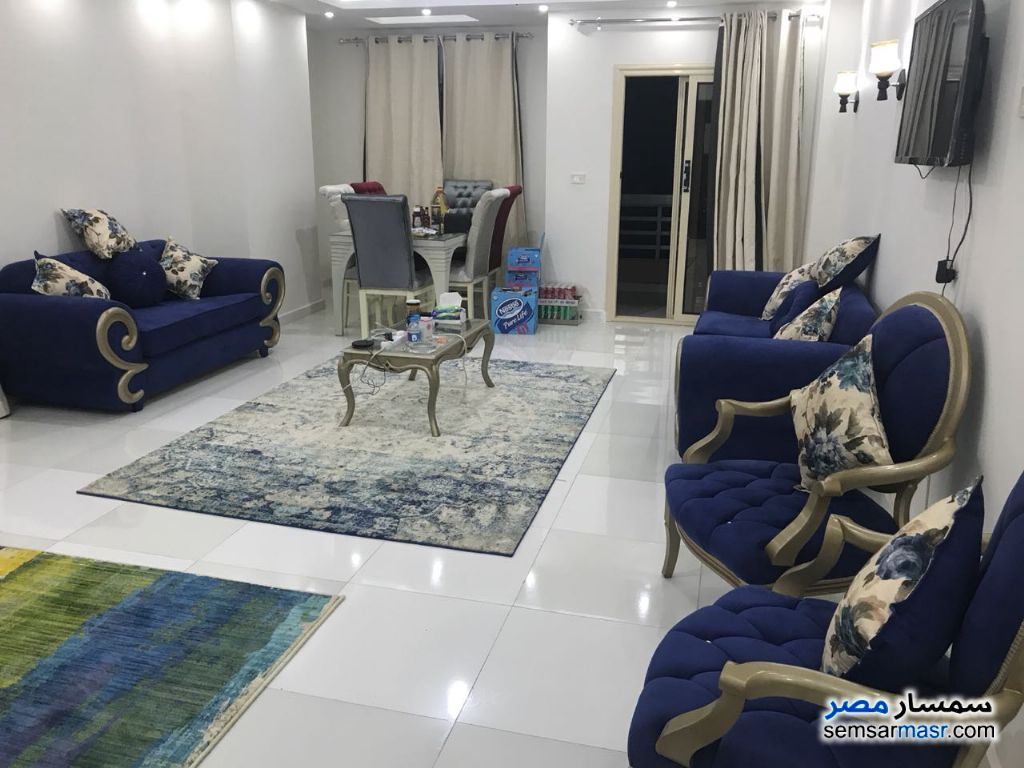 Photo 3 - Apartment 3 bedrooms 1 bath 200 sqm super lux For Rent Mohandessin Giza