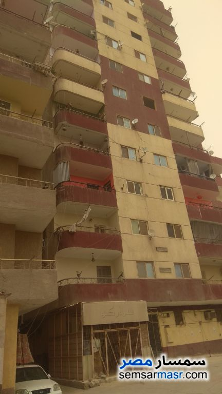 Ad Photo: Apartment 3 bedrooms 1 bath 120 sqm super lux in Hadayek Helwan  Cairo