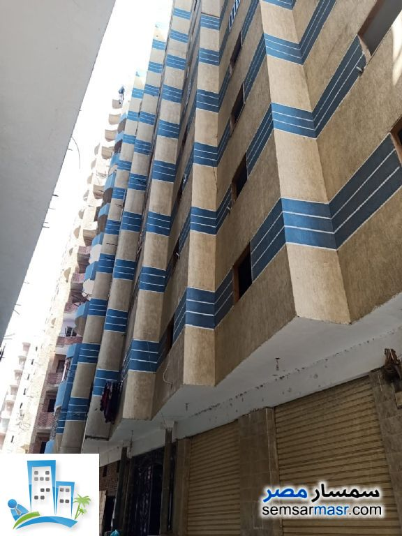 Ad Photo: Apartment 3 bedrooms 2 baths 165 sqm semi finished in Hadayek Helwan  Cairo
