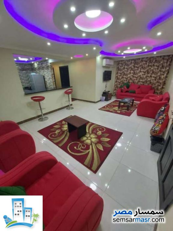 Ad Photo: Apartment 2 bedrooms 1 bath 120 sqm extra super lux in Mohandessin  Giza
