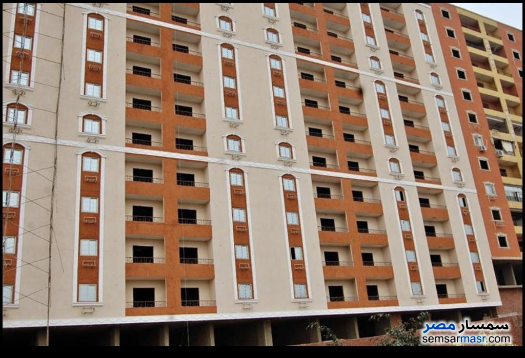Ad Photo: Apartment 3 bedrooms 2 baths 160 sqm without finish in Hadayek Helwan  Cairo