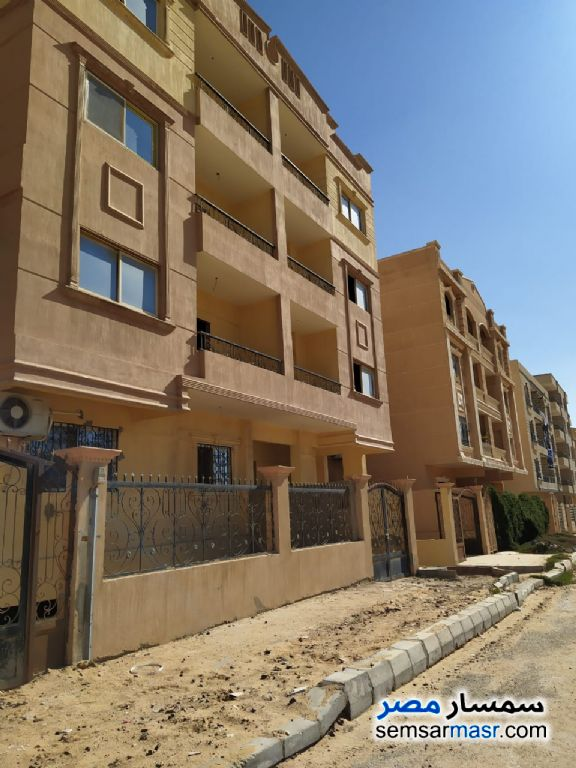 Ad Photo: Apartment 3 bedrooms 1 bath 123 sqm semi finished in Shorouk City  Cairo