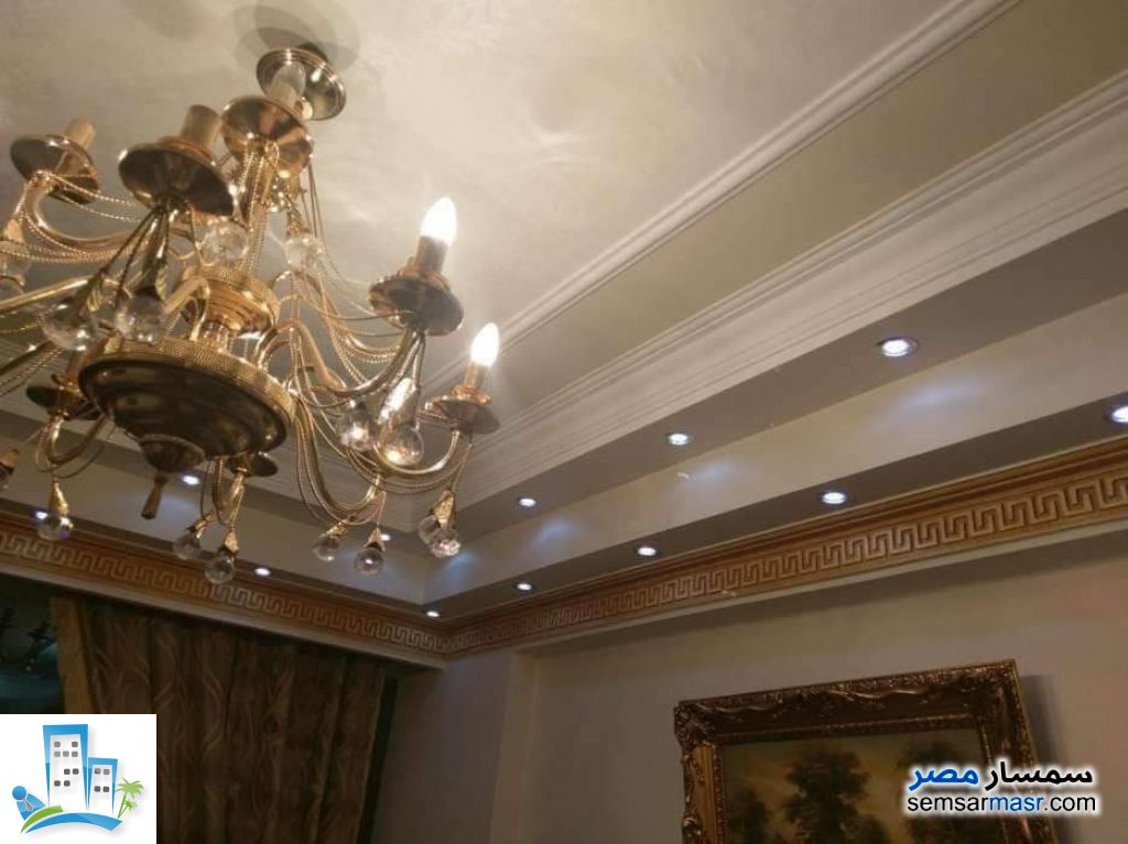 Ad Photo: Apartment 2 bedrooms 2 baths 125 sqm super lux in Zeitoun  Cairo
