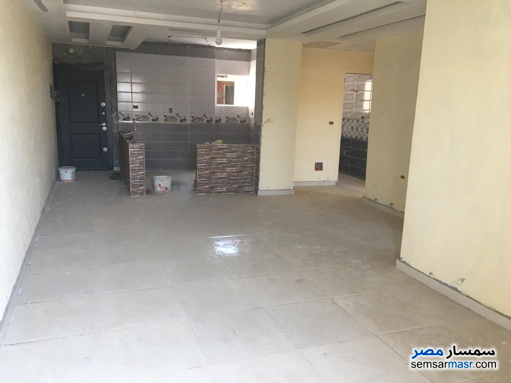 Ad Photo: Apartment 3 bedrooms 2 baths 160 sqm semi finished in Mokattam  Cairo