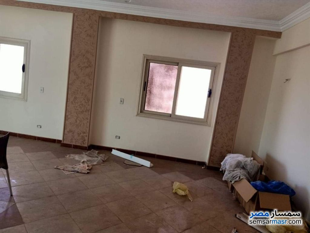 Ad Photo: Apartment 3 bedrooms 2 baths 170 sqm super lux in Shorouk City  Cairo