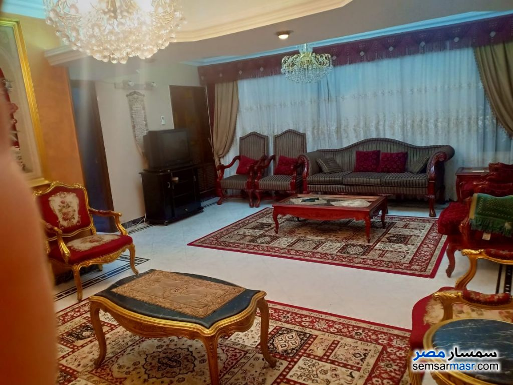 Photo 2 - Apartment 3 bedrooms 1 bath 180 sqm super lux For Rent Mohandessin Giza