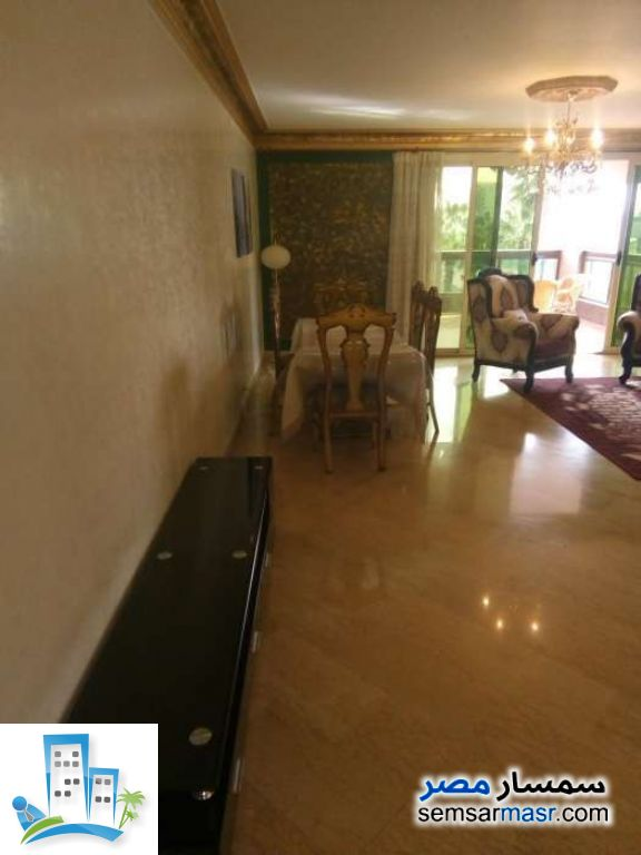 Ad Photo: Apartment 3 bedrooms 3 baths 280 sqm super lux in Zamalek  Cairo