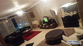 Ad Photo: Apartment 3 bedrooms 2 baths 145 sqm extra super lux in Hadayek Helwan  Cairo
