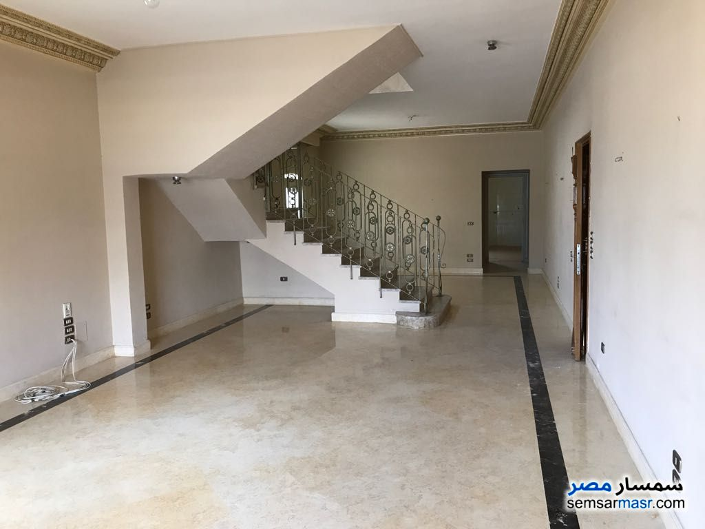Ad Photo: Apartment 3 bedrooms 2 baths 300 sqm extra super lux in Fifth Settlement  Cairo