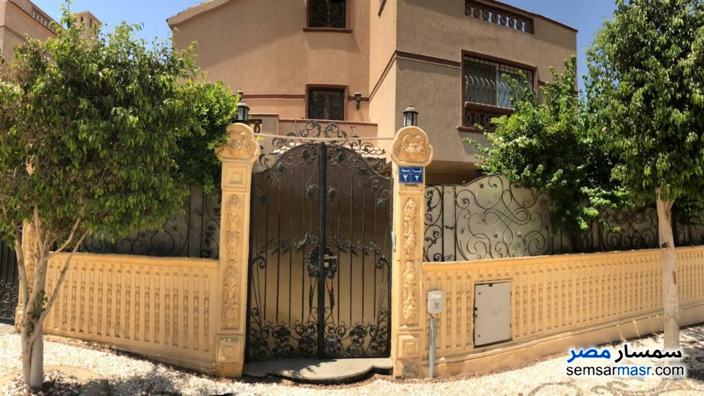 Ad Photo: Villa 4 bedrooms 2 baths 430 sqm extra super lux in West Somid  6th of October
