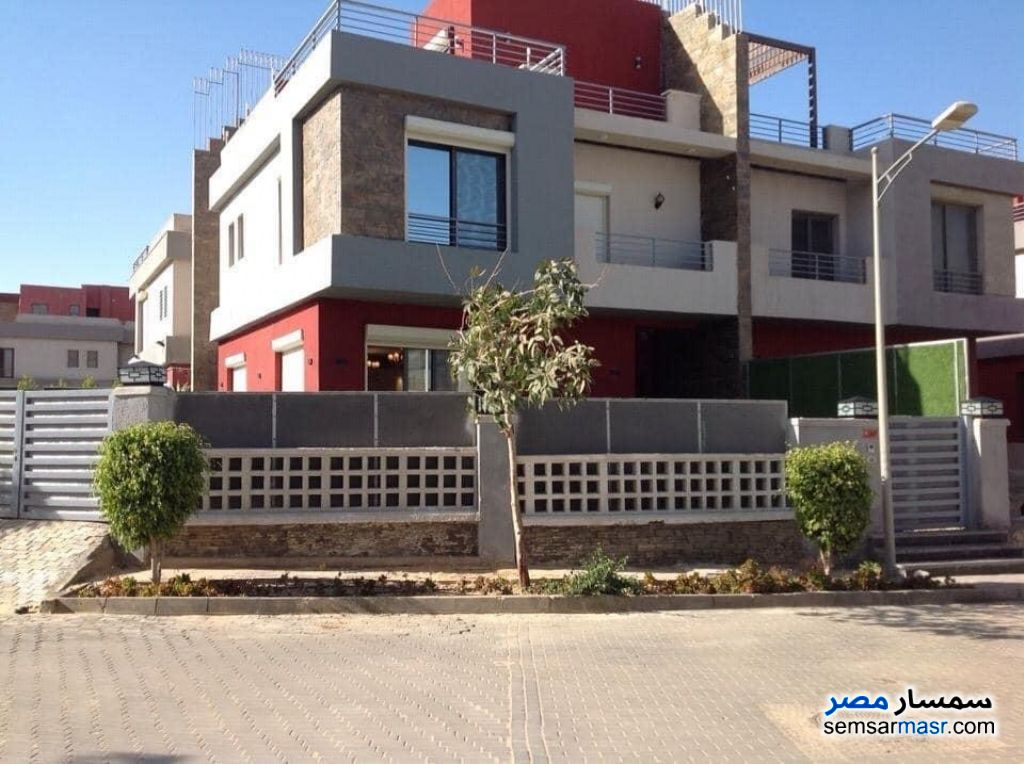 Ad Photo: Villa 4 bedrooms 4 baths 276 sqm extra super lux in Sheikh Zayed  6th of October