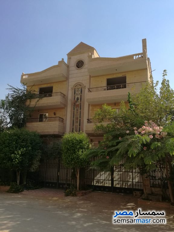 Ad Photo: Villa 12 bedrooms 12 baths 411 sqm super lux in Al Fardous City  6th of October