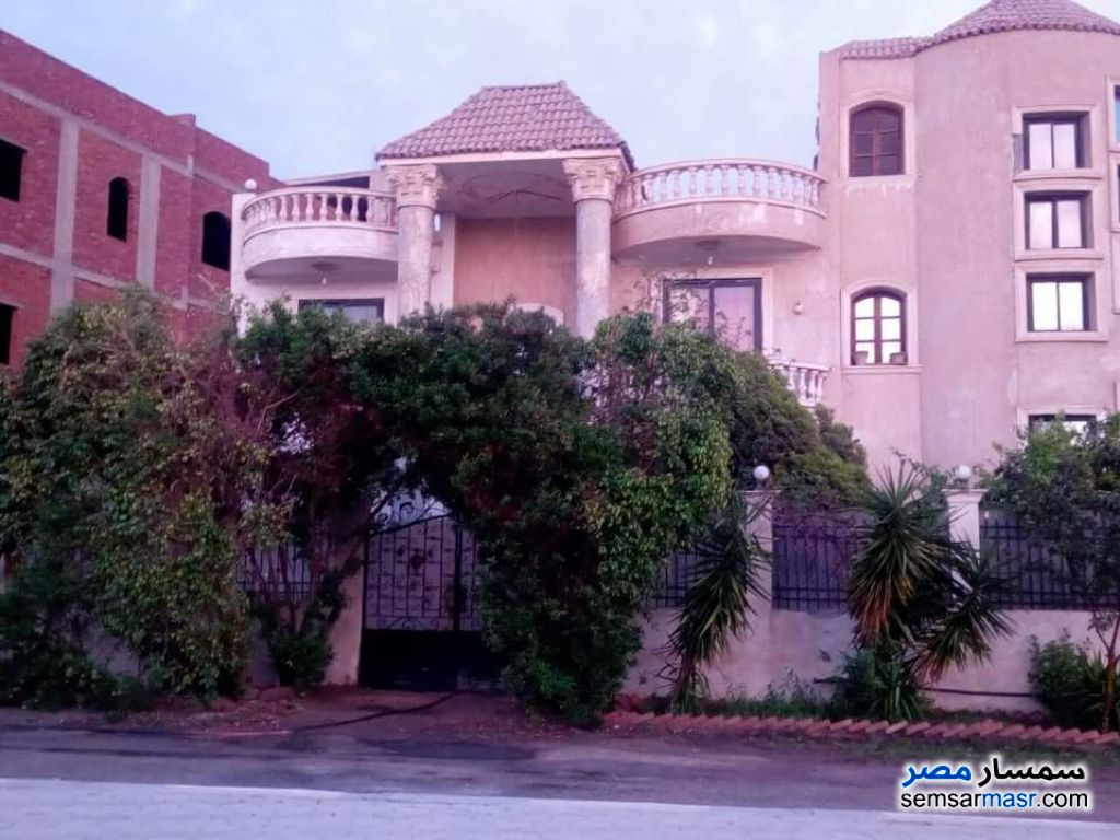 Photo 1 - Villa 4 bedrooms 3 baths 800 sqm super lux For Sale Shorouk City Cairo