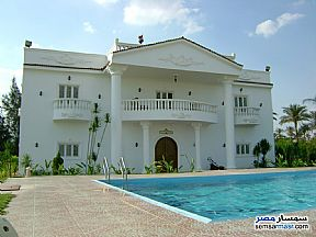 Ad Photo: Villa 8 bedrooms 8 baths 700 sqm extra super lux in Hadayek Al Ahram  Giza