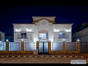 Ad Photo: Villa 5 bedrooms 5 baths 700 sqm extra super lux in New Cairo  Cairo
