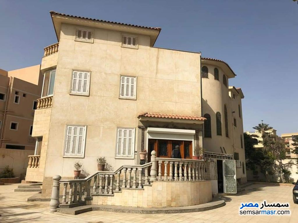 Ad Photo: Villa 8 bedrooms 4 baths 400 sqm extra super lux in Districts  6th of October