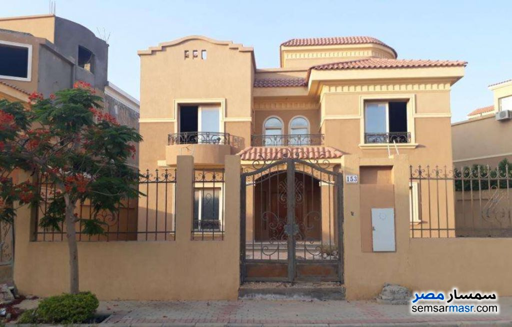 Ad Photo: Villa 6 bedrooms 8 baths 850 sqm semi finished in Fifth Settlement  Cairo
