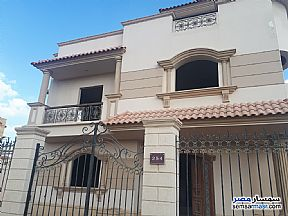 Ad Photo: Villa 4 bedrooms 4 baths 526 sqm semi finished in Sheikh Zayed  6th of October