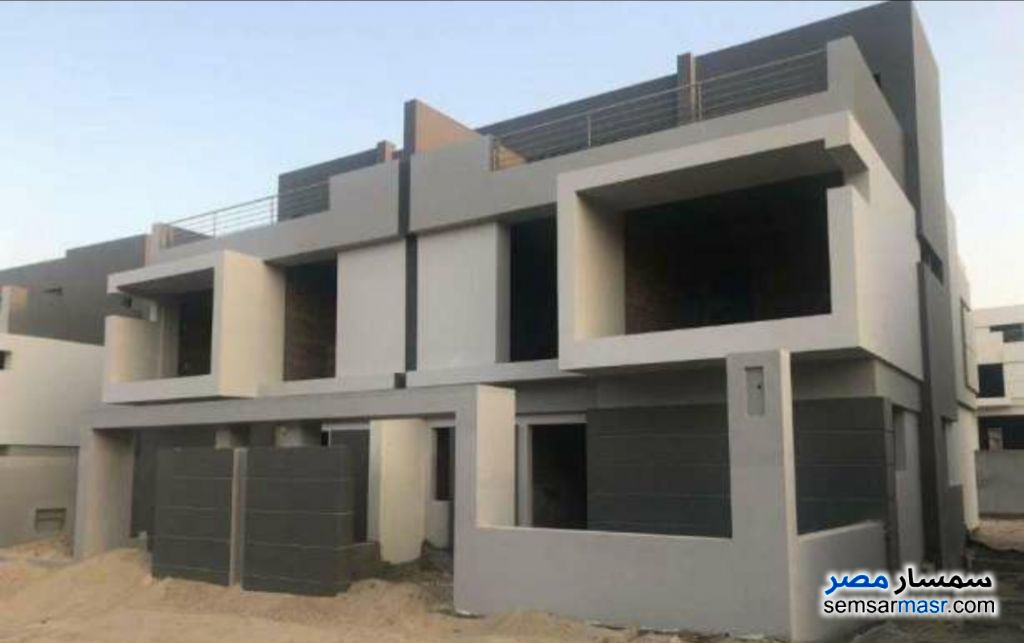 Ad Photo: Villa 4 bedrooms 3 baths 200 sqm semi finished in Districts  6th of October