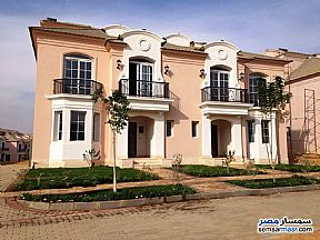 Ad Photo: Villa 4 bedrooms 4 baths 260 sqm semi finished in Fifth Settlement  Cairo
