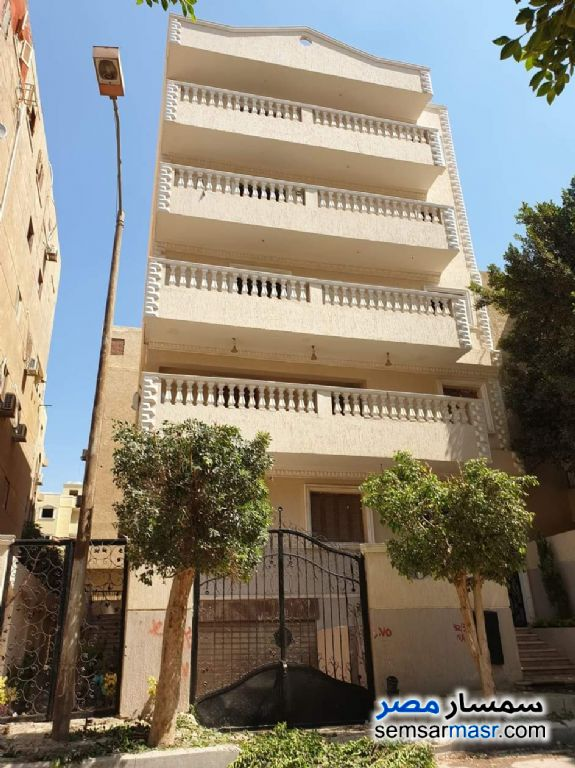 Ad Photo: Apartment 5 bedrooms 2 baths 300 sqm super lux in Districts  6th of October