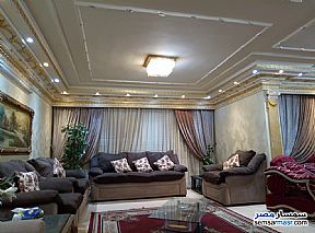 Ad Photo: Apartment 4 bedrooms 3 baths 300 sqm extra super lux in Mohandessin  Giza