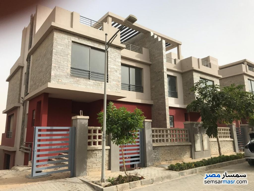 Ad Photo: Villa 4 bedrooms 3 baths 340 sqm without finish in 6th of October