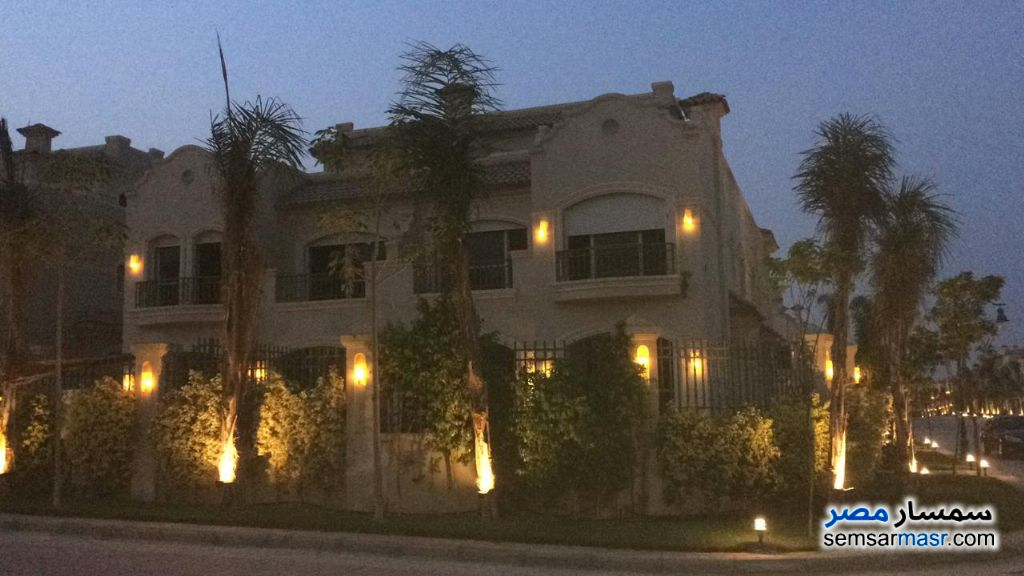 Ad Photo: Villa 3 bedrooms 4 baths 212 sqm semi finished in Shorouk City  Cairo