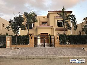 Ad Photo: Villa 4 bedrooms 4 baths 1225 sqm extra super lux in El Motamayez District  6th of October