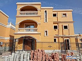 Ad Photo: Villa 5 bedrooms 4 baths 350 sqm extra super lux in Shorouk City  Cairo