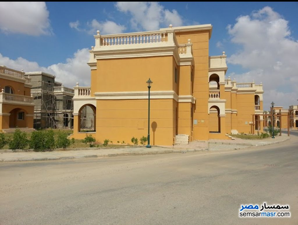 Ad Photo: Villa 4 bedrooms 3 baths 450 sqm extra super lux in New Heliopolis  Cairo