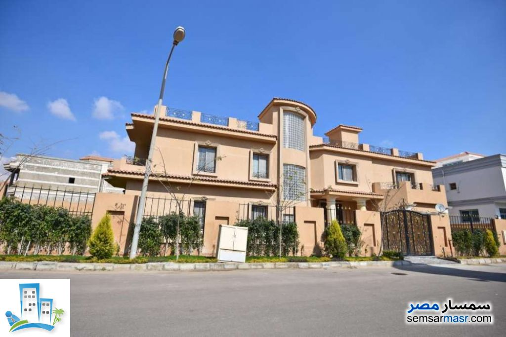 Ad Photo: Villa 12 bedrooms 9 baths 1020 sqm extra super lux in Sheikh Zayed  6th of October