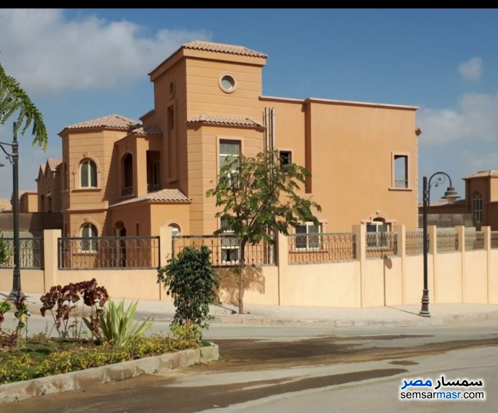 Ad Photo: Villa 5 bedrooms 4 baths 738 sqm semi finished in 6th of October