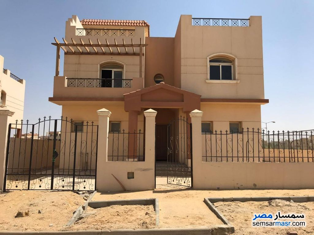 Ad Photo: Villa 7 bedrooms 7 baths 700 sqm semi finished in Dreamland  6th of October