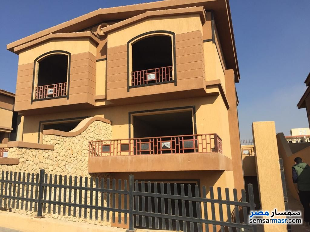 Ad Photo: Villa 5 bedrooms 4 baths 330 sqm semi finished in 6th of October
