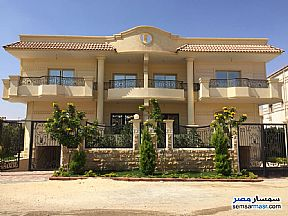 Ad Photo: Villa 4 bedrooms 4 baths 450 sqm extra super lux in Sheikh Zayed  6th of October