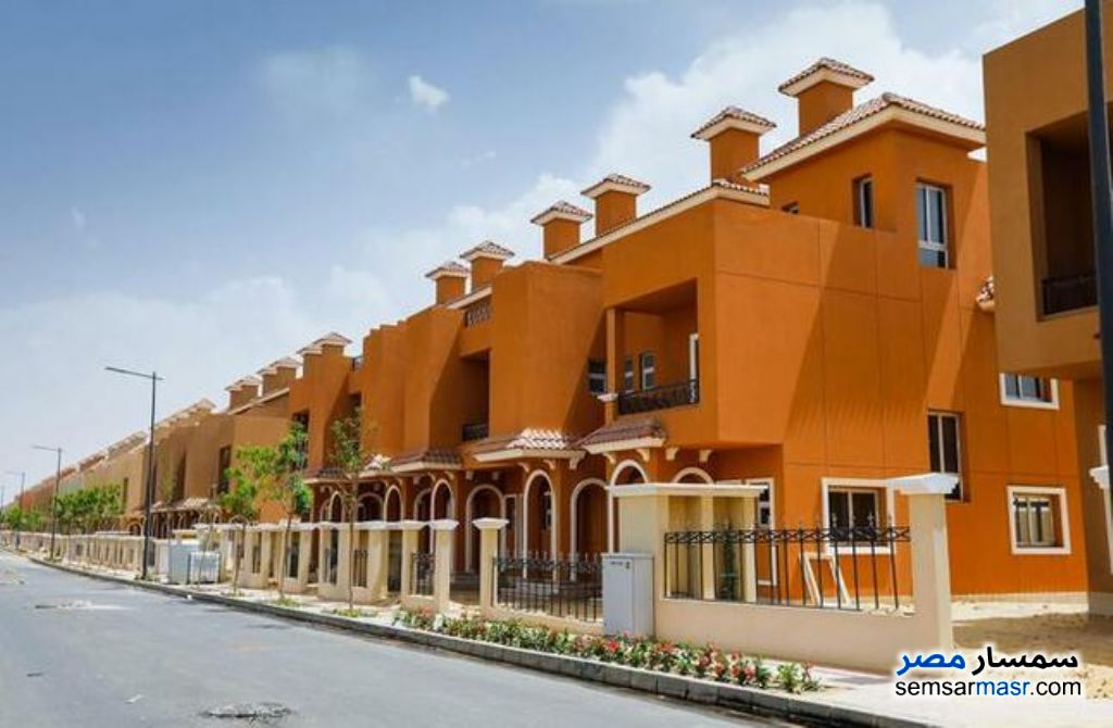 Ad Photo: Villa 5 bedrooms 4 baths 543 sqm semi finished in North Extensions  6th of October