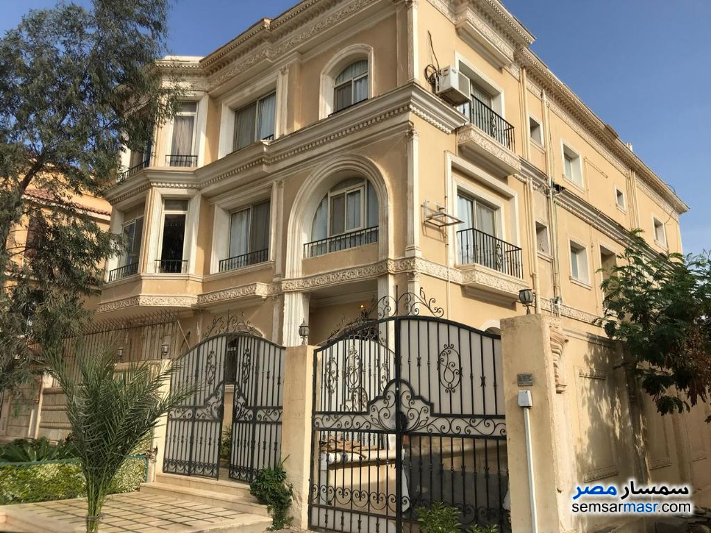 Ad Photo: Villa 8 bedrooms 6 baths 600 sqm extra super lux in West Somid  6th of October