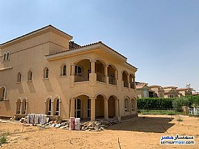 Villa 4 bedrooms 4 baths 730 sqm super lux For Sale Madinaty Cairo - 9