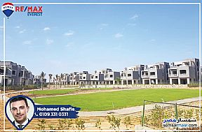 Ad Photo: Villa 5 bedrooms 3 baths 460 sqm semi finished in Sheikh Zayed  6th of October