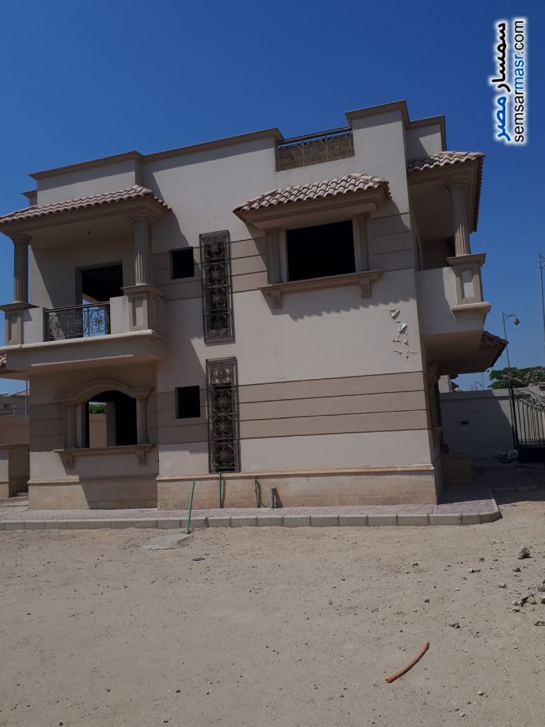 Villa 4 bedrooms 3 baths 526 sqm semi finished For Sale Sheikh Zayed 6th of October - 4