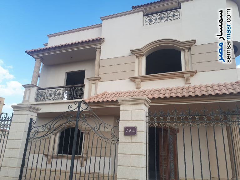 Villa 4 bedrooms 3 baths 526 sqm semi finished For Sale Sheikh Zayed 6th of October - 7