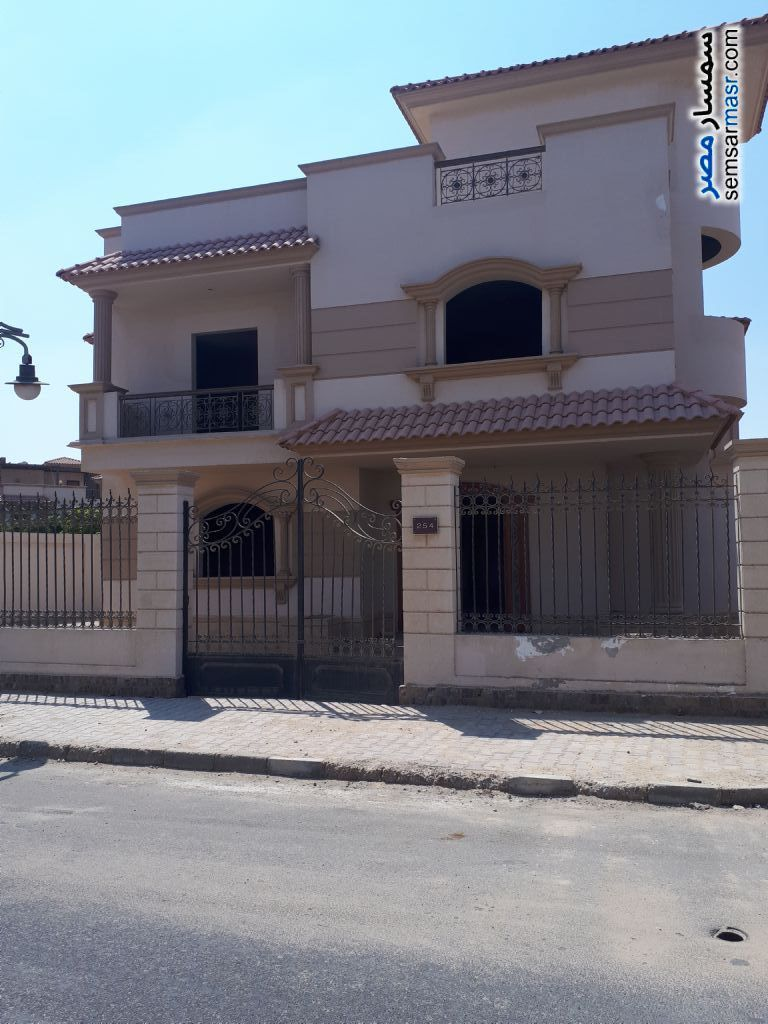 Villa 4 bedrooms 3 baths 526 sqm semi finished For Sale Sheikh Zayed 6th of October - 2