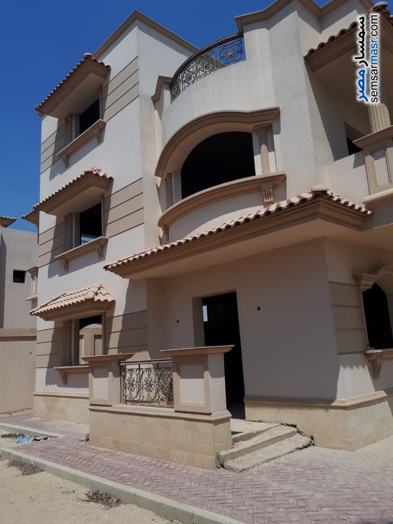 Villa 4 bedrooms 3 baths 526 sqm semi finished For Sale Sheikh Zayed 6th of October - 5
