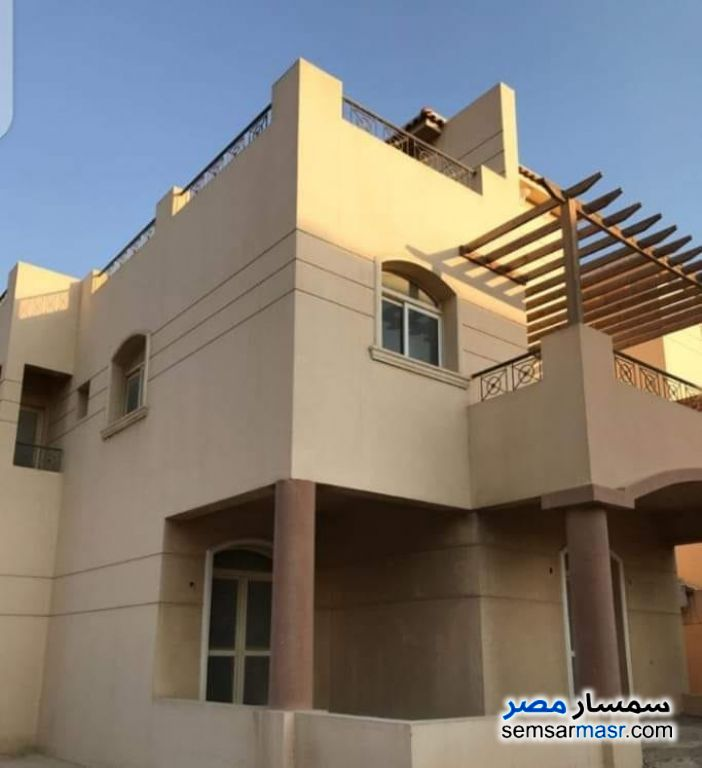 Ad Photo: Villa 5 bedrooms 4 baths 400 sqm semi finished in Dreamland  6th of October