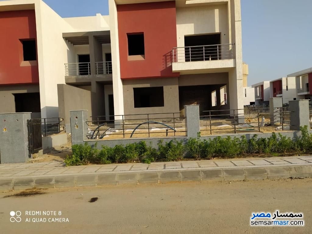 Ad Photo: Villa 3 bedrooms 3 baths 280 sqm without finish in Fifth Settlement  Cairo