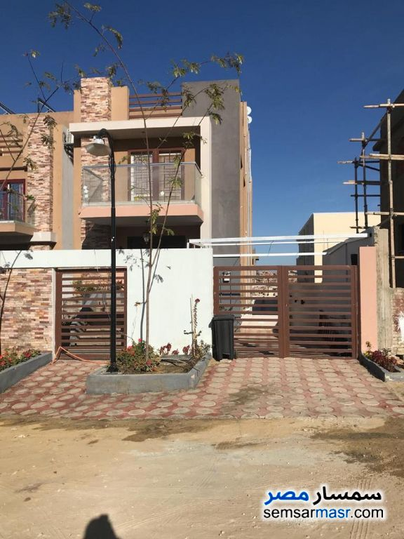 Ad Photo: Villa 5 bedrooms 5 baths 550 sqm extra super lux in El Bostan  6th of October