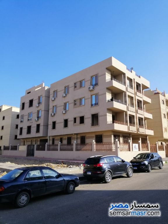 Ad Photo: Apartment 3 bedrooms 1 bath 160 sqm semi finished in Shorouk City  Cairo