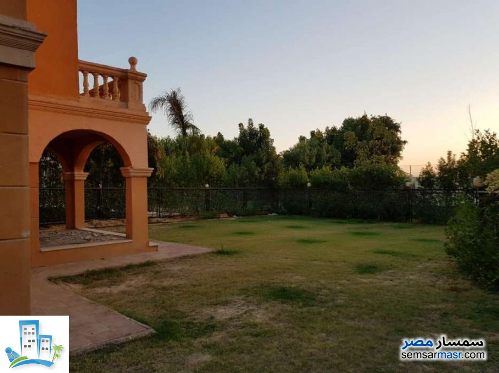 Photo 10 - Villa 4 bedrooms 3 baths 220 sqm without finish For Sale Shorouk City Cairo